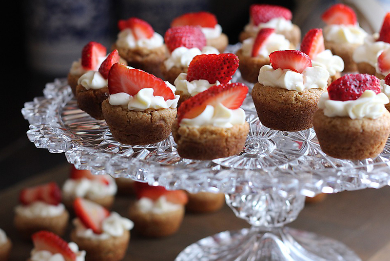 Strawberry & Champagne Cupcake Bites